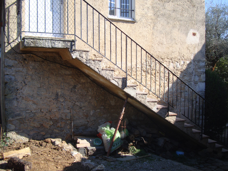escalier-avant-travaux-macon-alpes-maritimes-06-var-83-launay-construction