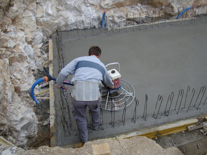 piscines-spas-artisan-macon-alpes-maritimes-06-var-83-launay-construction