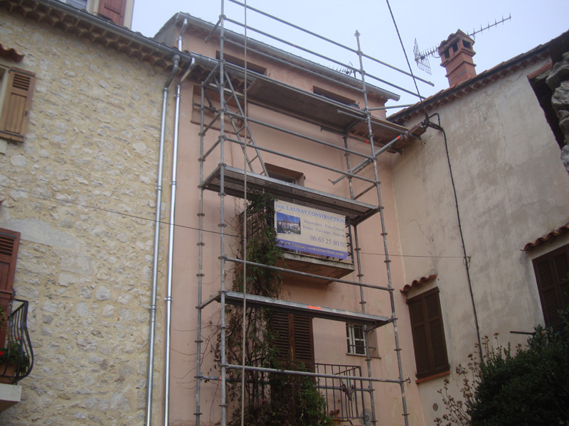 maconnerie-echaffaudage-macon-pose-couvertine-beton-alpes-maritimes-06-var-83-launay-construction